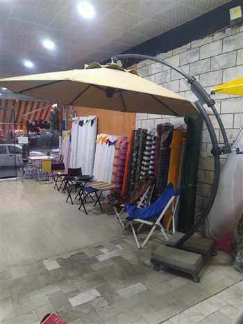 چتر کنار استخر